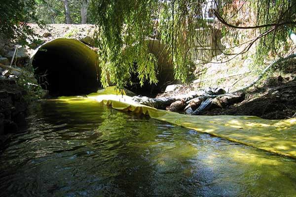 grodzy izolacyjne wykorzystują rzekę