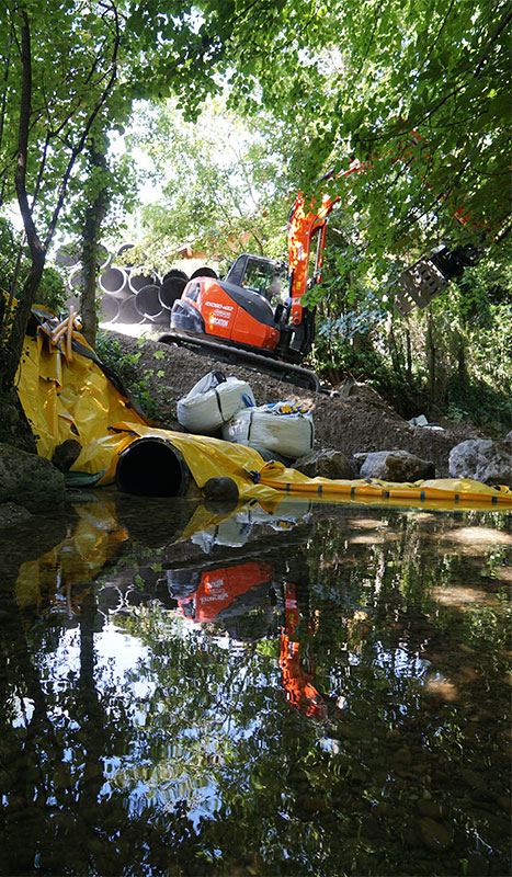 Budowa toru dojazdowego chronionego elastyczną grodą Water-Gate ©