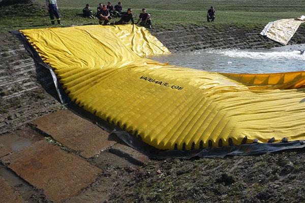 Test elastycznej grodzy Water-Gate © WA-50 przez czeskie służby bezpieczeństwa